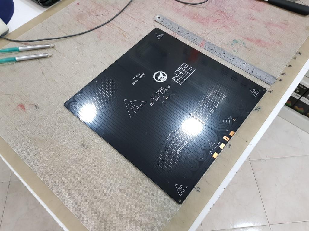 Mesa aquecida MK2b dual power Quadrada em Aluminio - Preta 300x300